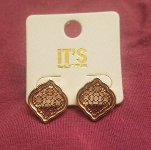💕 LAST 1!! 💕 Dainty Marquee Filigree Earrings